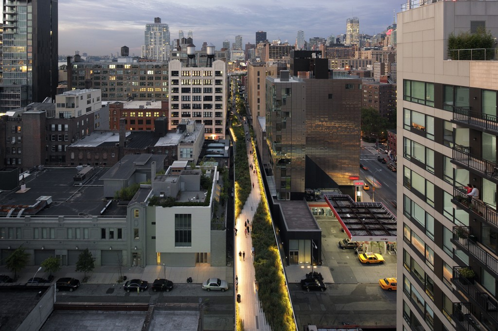 Walking Above Light High Line Lighting Tour. Image: Emile Dubuison