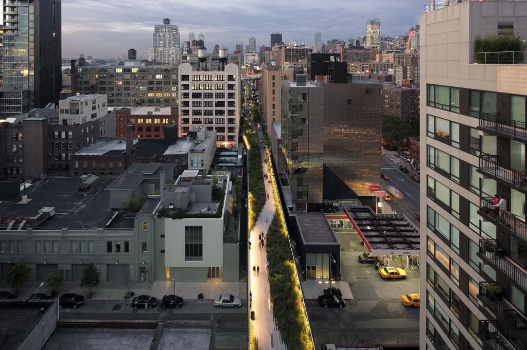 Walking Above Light High Line Lighting Tour. Image: Emile Dubuison